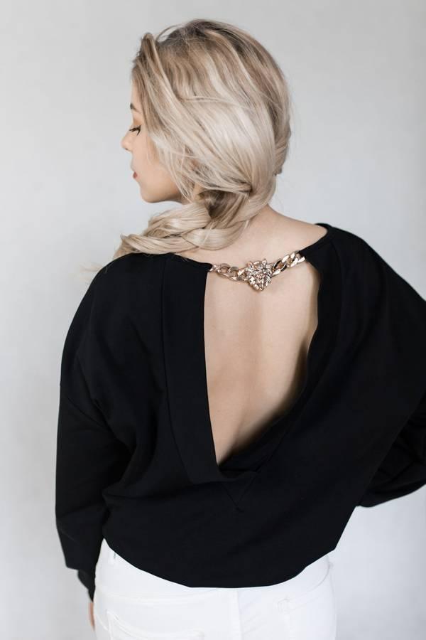 Bluza czarna z napisem oraz wycięciem na plecach