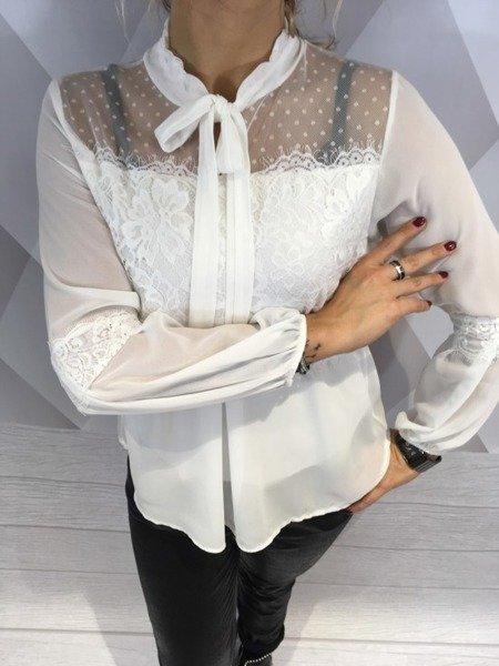 Bluzka biała wiązana z koronką