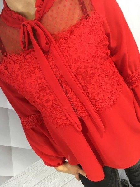 Bluzka czerwona wiązana z koronką