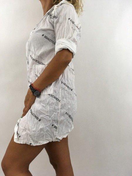 Koszula biała w napisy.