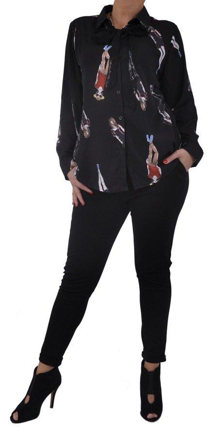 Koszula czarna we wzór kobiety