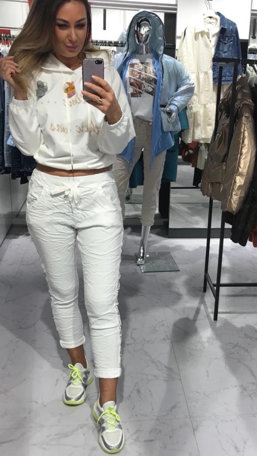 Modelujące figurę białe spodnie ażurowy lampas