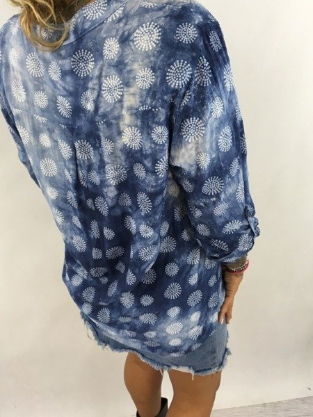 Niebieska koszula we wzór