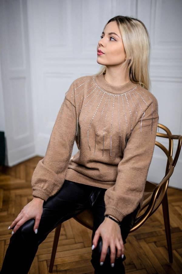 Oryginalny beżowy sweterek z kryształkami