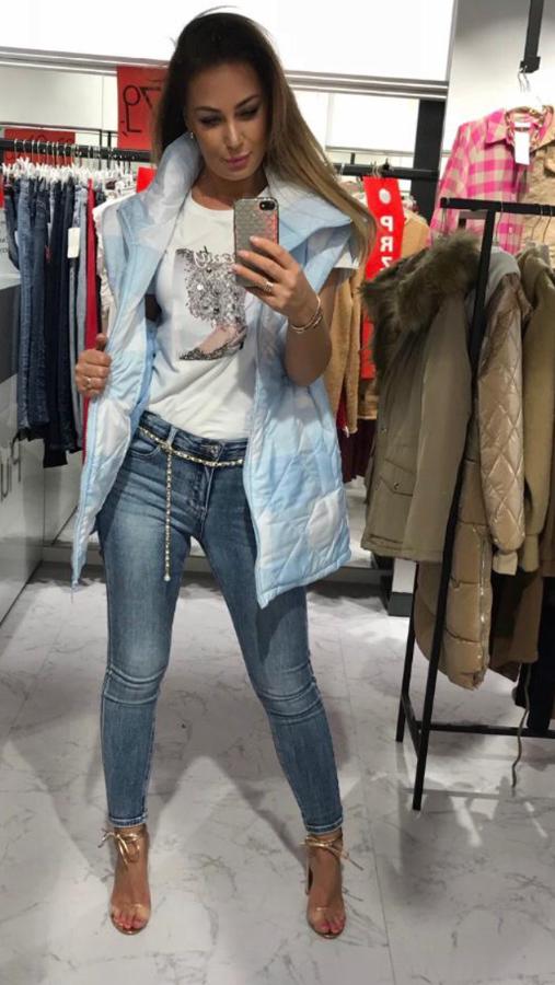Spodnie jeansowe z efektem push-up z łańcuszkiem M