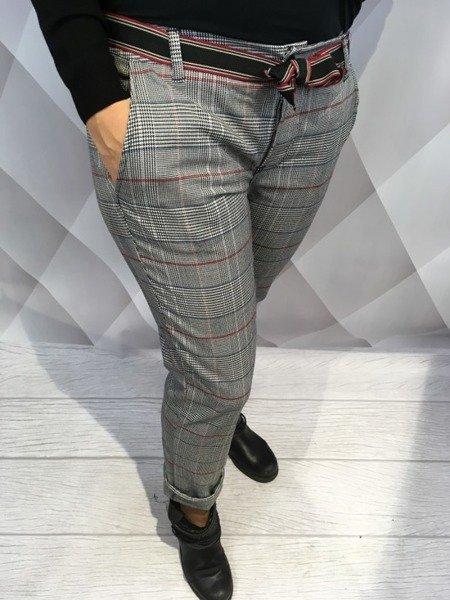 Spodnie w kratkę z paskiem