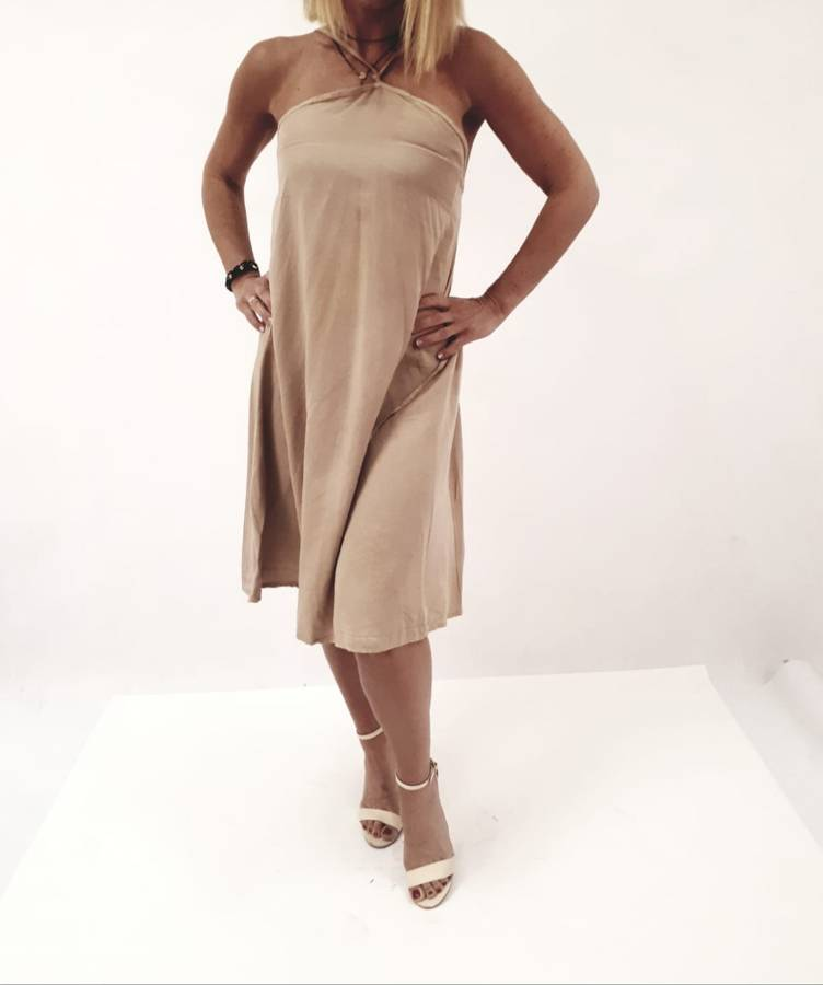 Sukienka beżowa sznureczki