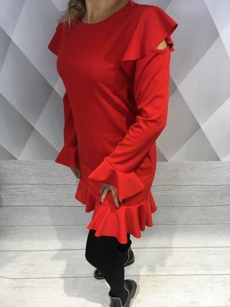 Sukienka czerwona z odkrytymi ramionami