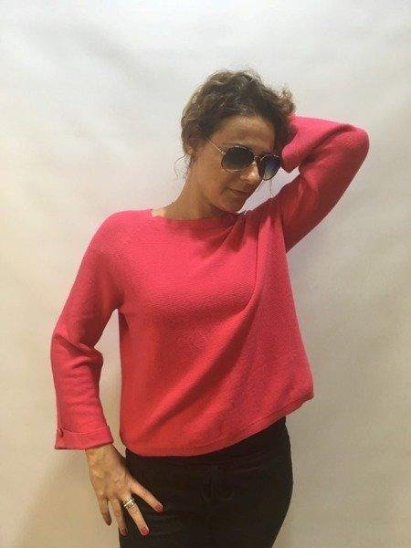Sweter różowy z guzikiem
