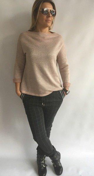 Sweter w kolorze blady róż