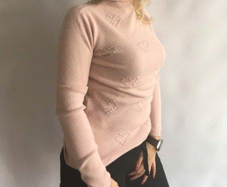 Sweter w wytłaczane serca- blady róż
