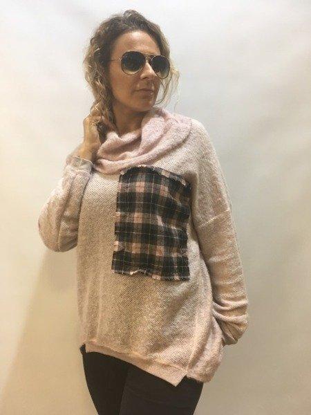 Sweter z naszywką w kratkę