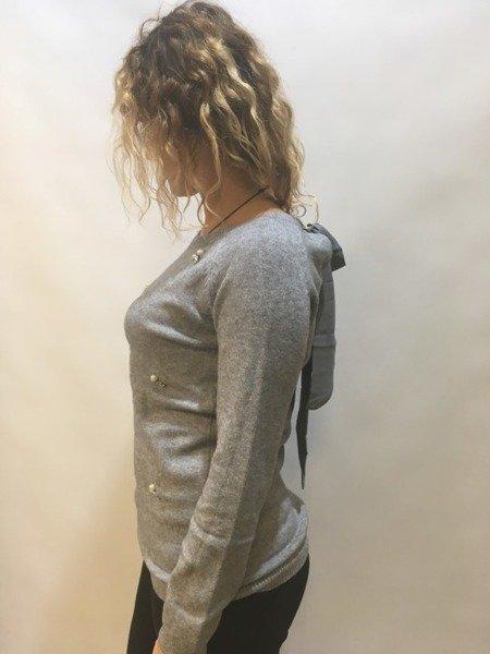 Sweterek szary z wiązaniem na plecach