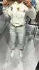 Modelujące figurę szare spodnie ażurowy lampas